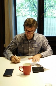 Rik Leenknegt, vice president of FLEGA, signs the constitutive act.